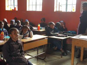 Istruzione inclusiva in una classe dell'Africa sub-sahariana. Flickr/USAID in Africa in licenza CC